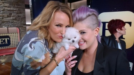 ET Anchor Brooke Anderson with Nancy and Kelly Osbourne!